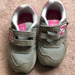 Girls new balance sneakers in really good shape!